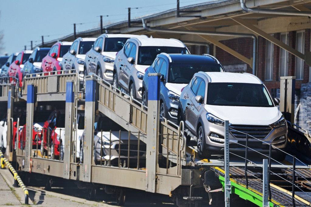 Check for These Things Before Getting Car Transport Services